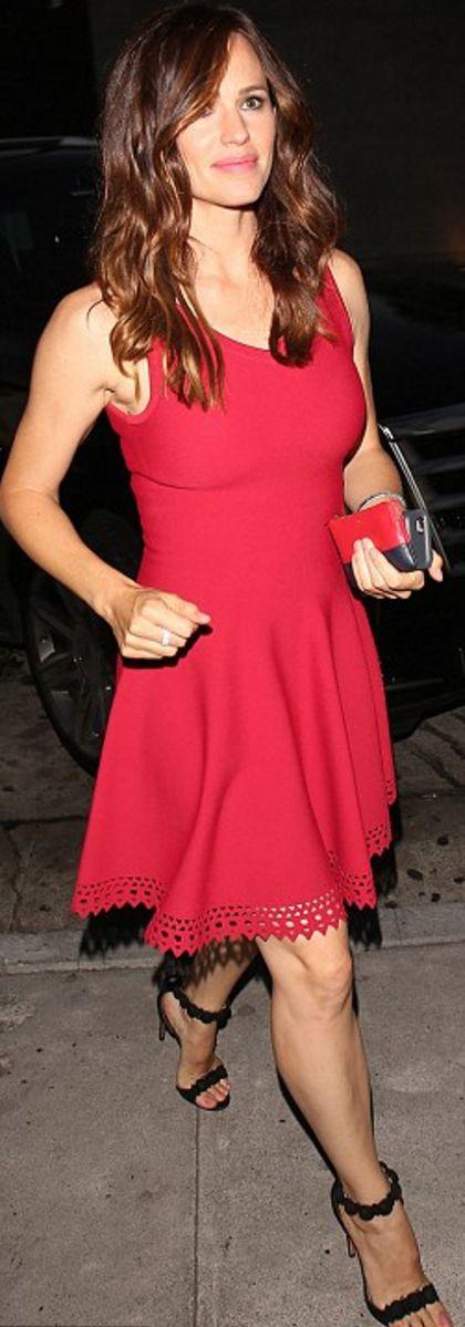 Who made  Jennifer Garner's black sandals and red dress?