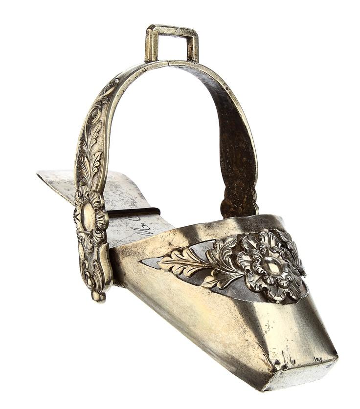 estribo sandalia femenina plata sudamérica siglo XVIII y XIX  Museo de Artes Decorativas Chile