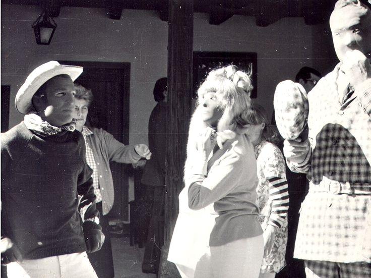 Az oroszlán ugrani készül (1969) - Magyar Fotóarchívum HD