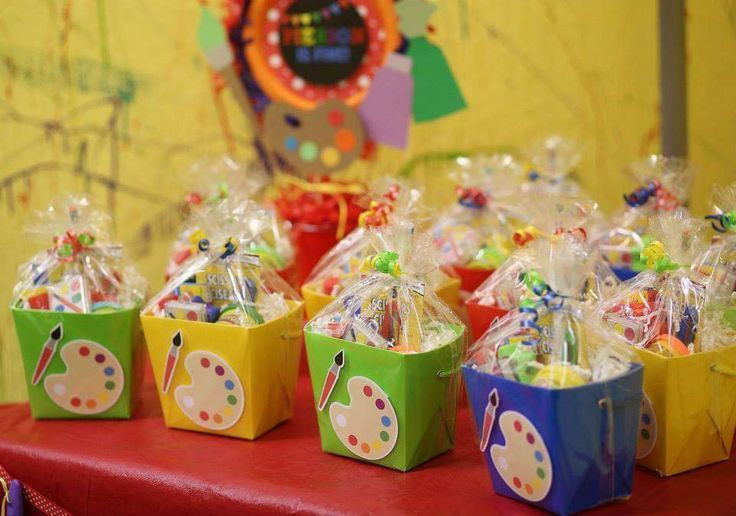 Arts crafts birthday party ideas art birthday favors for Arts and crafts party decorations