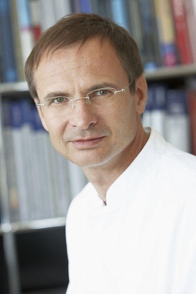 Selten Hohe Auszeichnung Fur Neurochirurgen Prof Andreas Raabe Inselspital Bern Raabe Bundesprasident Universitat Bern