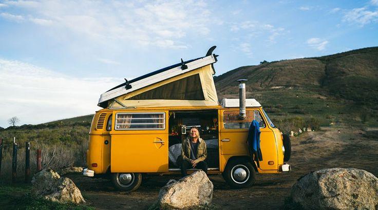 Você já pensou em viver em umaKombi velha e amarelafotografando o dia a dia emviagens sem fim? É isso que o fotógrafoJames Barkman faz. Atualmente com23 anos, Barkman teve a idéia de viver e f…