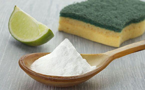 <p>Utilize solução de água e bicarbonato para limpar superfícies mofadas. Veja mais dicas</p>