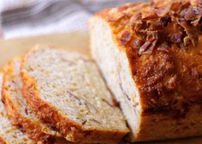 Ψωμί με μπύρα, μπέικον και τυρί τσένταρ