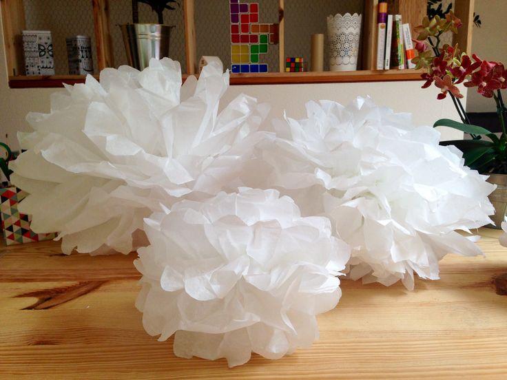 Diy pompon papier de soie lanterne lampion decoration fait - Decoration fait main ...