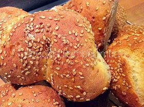 Questa non è una ricetta nuova, ho semplicemente rifatto le 'muffolette' senza glutine, un tipo di pane morbidissimo, in genere non troppo ...
