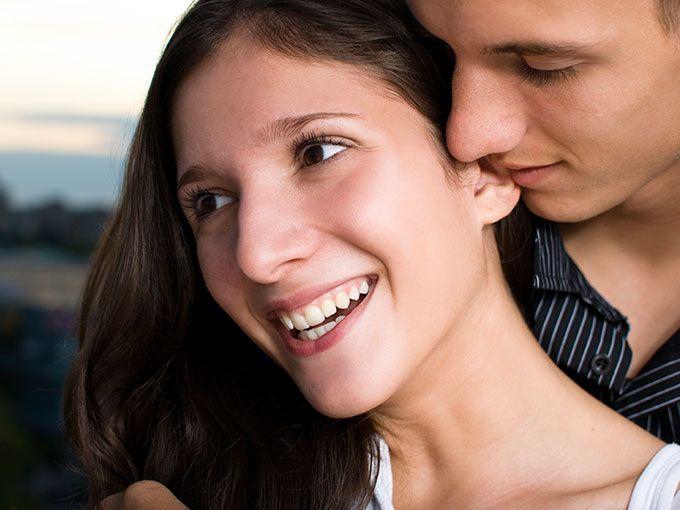 """Te dice """"mi amor"""" a la segunda cita y ya crees que es tu futuro marido. NO, no te emociones pensando que quizás es el amor de tu vida. 4 señales de que sólo quiere tener sexo contigo. Vía: Elite Daily."""