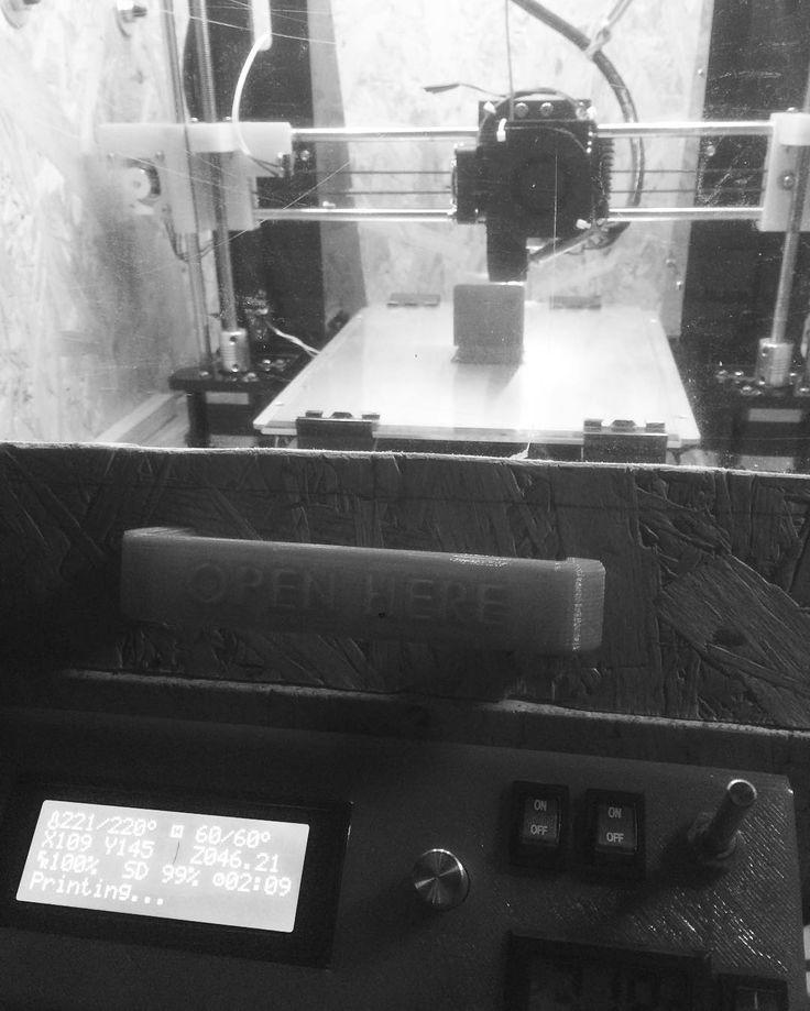 Éjszakai műszak #3D #3dprint #3dprinting #3dprinted #3dnyomtatás #reprap #prusa #prusai3 #filament #herz #model #engeneering #epicturestudio #support #cura #slic3er #slicer #heatedbed #diy #print #printit #printed #switch #homemade #on #off #potenciometer #openhere #enclosure #box by simonb_alazs