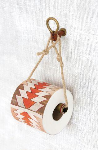 DIYで作る手作りトイレットペーパーホルダーのまとめ - POPTIE ... トイレットペーパーホルダー. 出典:www.designlovefest.com