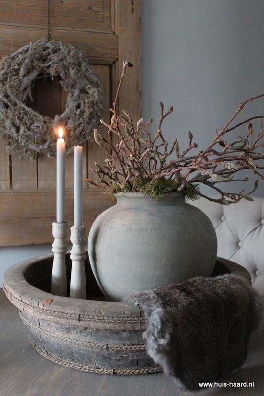 ronde bak( met muurvuller en verf bewerken) pot en kandelaars (alles ook grijs bewerken) leuk als decoratie op tafel