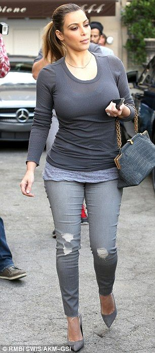 Love the grey monochromatic look. Casual yet  feminine