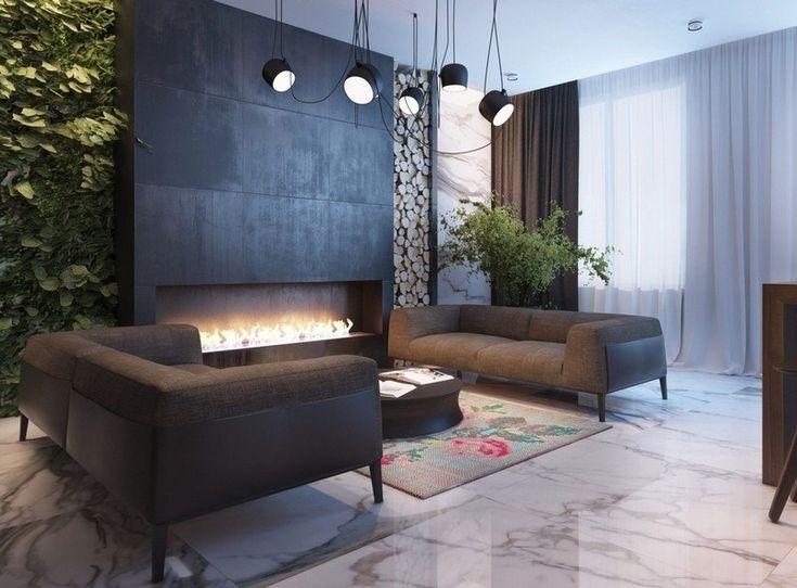 Wohnzimmer mit Kamin, begrünter Wand und Marmor-Wandplatten