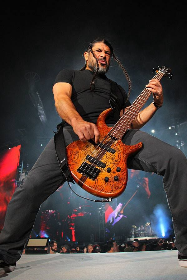 Robert Trujillo of Metallica, MetLife Stadium in East Rutherford, Nueva Jersey.