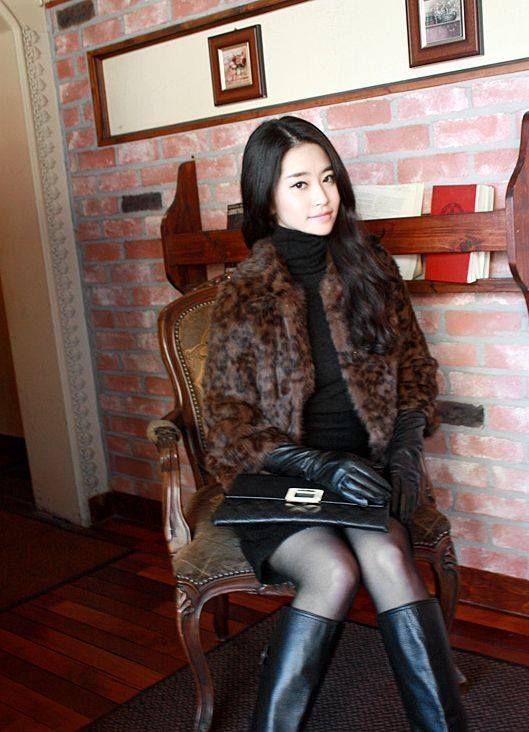 Ladies in Leather Gloves | Ladies in Leather Gloves ...