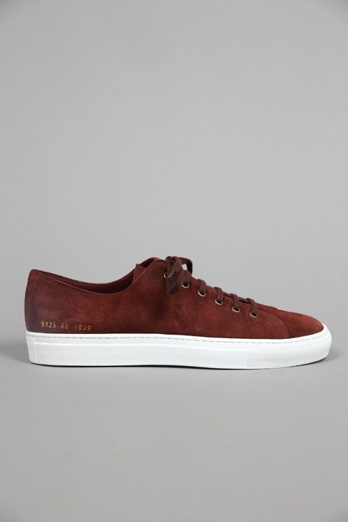 TOURNAMENT LOW IN WAXED SUEDE BORDEAUX #CommonProjects #FW15 #Shoes #sneaker #graduate #graduatestore #chaussures 290€