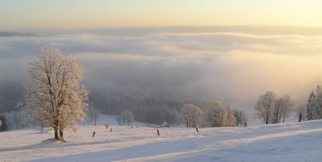 Ski areál Rokytnice nad Jizerou Ubytování v Rokytnici zde: https://www.ehotel.cz/ubytovani/Rokytnice%20nad%20Jizerou/pokoje-1/dospeli-2?accept_benefits=0&accept_voucher=0