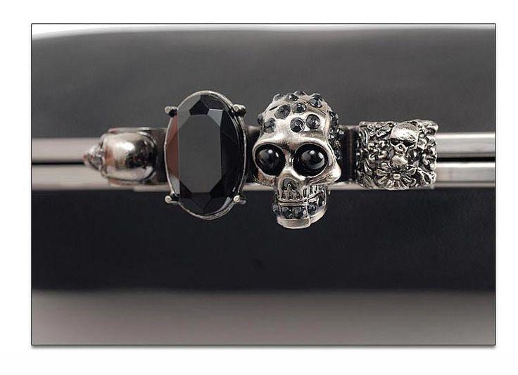 【楽天市場】再再再再入荷しました!!スカルクラッチバッグ♪指輪のように見えるデザインで、滑り止めの役目も~斬新なデザインです!!大きめパーティークラッチバッグ結婚式バッグ2wayショルダーバッグレディースバッグ合成韓国ファッションクラッチバッグ:smileRia