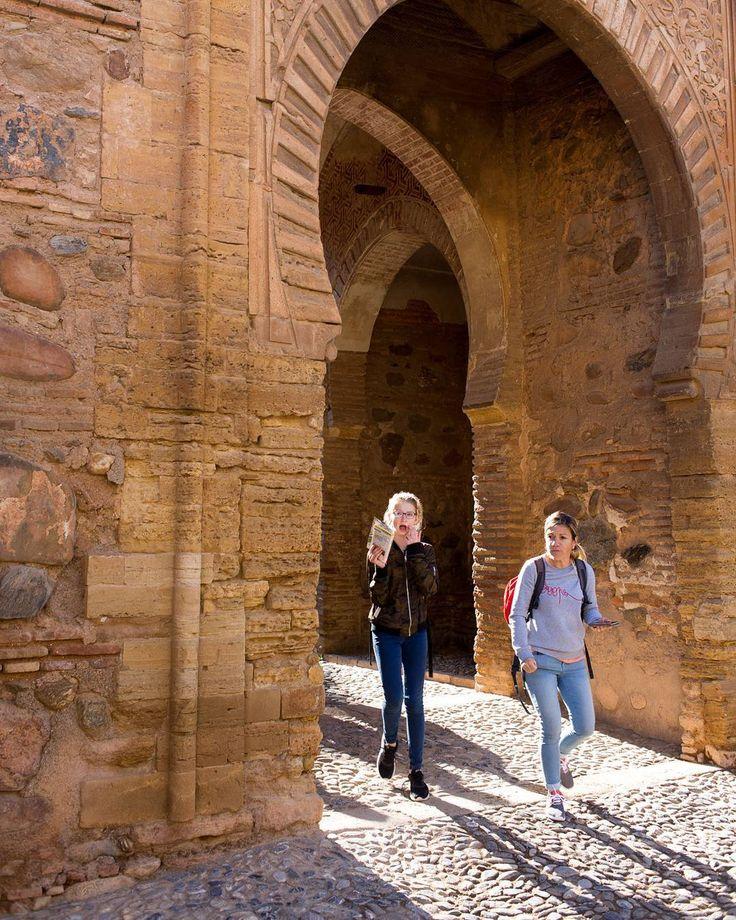 Geen mooier licht dan tegenlicht. Ook in het Alhambra in Granada geldt dat al eeuwen. #willemlaros.nl #flickr #photography #travelphotography #traveller #canon #snpnatuurreizen #canon_photos #fotoreis #travelblog #reizen #reisjournalist #travelwriter#fotoworkshop #reisfotografie #landschapsfotografie #follow #alpujarras #capileira #granada #spanje #cameranu #fb