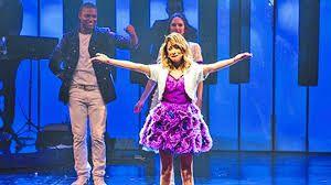 Violetta en concierto: Tini emocinada <3