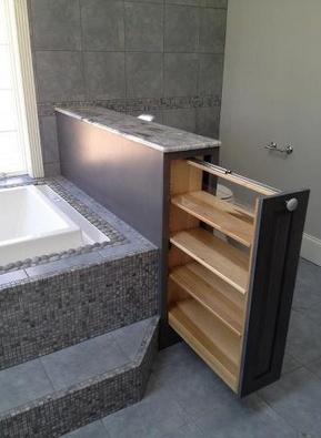 Aprovechar el muro de separación para crear unas estanterías interiores!. #baño #decoracionbaños