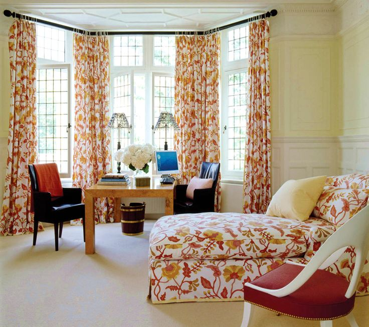 Jeffrey Bilhuber A Chaise Longue Upholstered To Match The Curtains In Bay Window Of Guest Room
