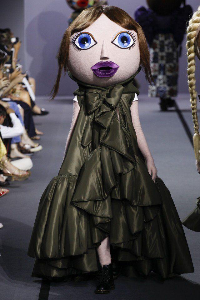Viktor & Rolf  #VogueRussia #couture #fallwinter2017 #ViktorRolf #VogueCollections