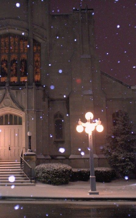 Winchester, KY: Winchester Lamp post in front of Methodist Church on Main during snow