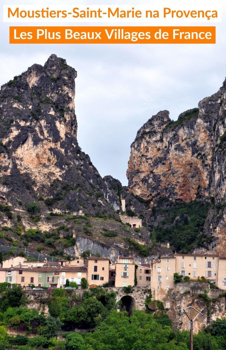 Moustiers-Sainte-Marie é uma das mais belas cidades da França na região administrativa da Provença-Alpes-Costa Azul