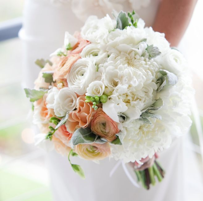 25 Chic Bridal Bouquet Inspiration (New!). To see more: http://www.modwedding.com/2014/08/06/25-chic-bridal-bouquet-inspiration-new/ #wedding #weddings #bouquet Featured Wedding Flower: Camellia Wedding Flowers; Featured Photographer: Gabrielle Fox Photography