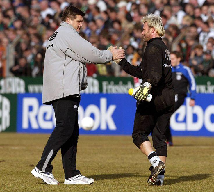 """Hans Meyer und Jörg Stiel - """"Torwart Jörg Stiel sagte mal, ich wäre sein bester Trainer gewesen. Später erfuhr ich, dass er nur zwei hatte."""" © imago"""