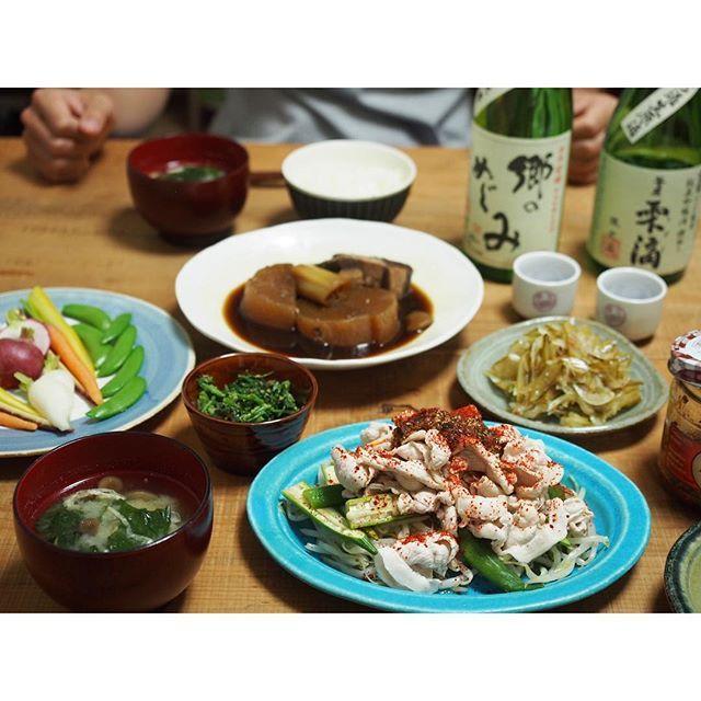 fujifab12 on Instagram pinned by myThings 5日前の晩ごはん。 ⚫︎味のしみすぎたぶり大根 ⚫︎もやしとオクラ、茹で豚の一味サラダ ⚫︎人参の葉っぱのごまよごし ⚫︎道の駅で買った野菜盛り ⚫︎茎わかめと新玉ねぎのサラダ ⚫︎ごはん、味噌汁 ⚫︎日本酒めんどくなった