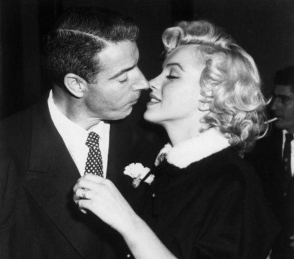Black and White Love Photography | black and white, joe dimaggio, kiss, love, merilyn ... - inspiring ...