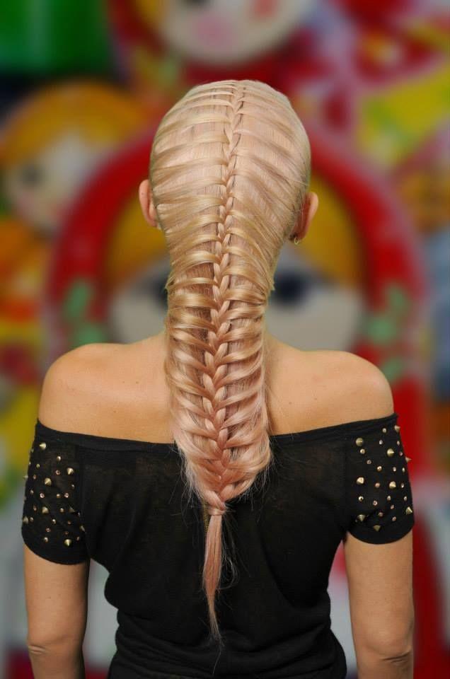 Acum poti invata si tu sa realizezi astfel de coafuri din impletituri. Sunt ideale pentru orice moment, fie ca vorbim despre evenimente speciale fie ca doar vrei sa iesi in evidenta si in viata de zi cu zi! Mai multe detalii pe https://www.facebook.com/CursuriDeImpletituriByOksana #impletituri #braids #hairstyle