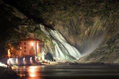 Ézaro, una de las más grandes cascadas que caen al mar en Europa.