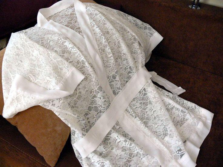 Как сшить халат-кимоно из кружевной ткани. Простая выкройка и легкость пошива позволит выполнить этот мастер-класс даже начинающим швеям на самой простой швейной машинке.