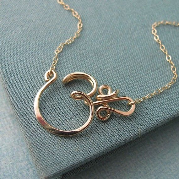 Om Necklace in 14k gold filled di Laladesignstudio su Etsy, $60.00