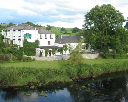 The Ken Bridge Hotel New Galloway Featuring free WiFi throughout the property, The Ken Bridge Hotel offers accommodation in New Galloway, 33 km from Dumfries. Guests can enjoy the on-site bar. Free private parking is available on site.  All rooms are equipped with a flat-screen TV.