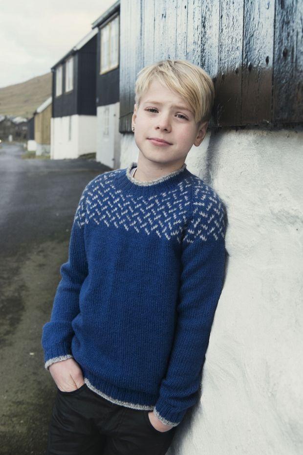 Strikkeopskrift - en fin drengesweater i blå