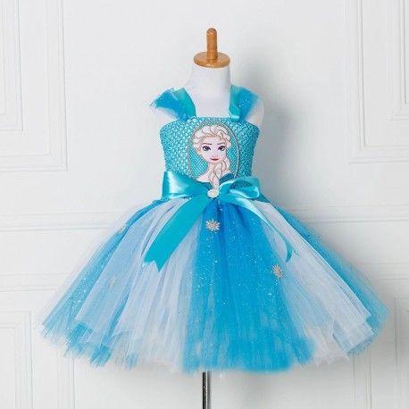 Hele mooie lichtblauw/witte tulejurk afgezet met glitters en met elastisch lijfje. Verstelbare schouderbandjes d.m.v. een strik op het achterpand. De jurk is langer door te dragen dan de aangegeven maat. Model: Elsa / Frozen