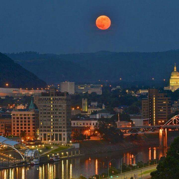 Charleston Wv At Night Wvu Mountaineers Charleston