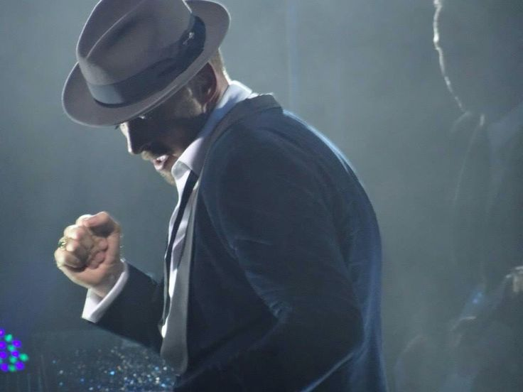The lovely Matt goss during his show at the London palladium. Glossy room.