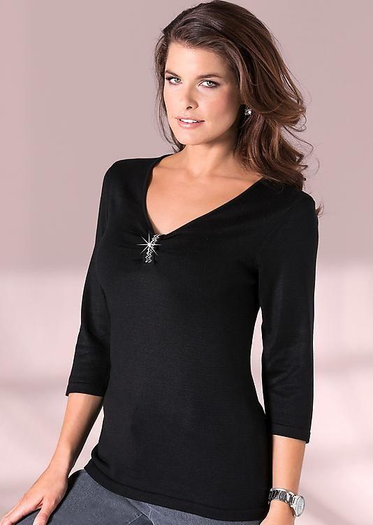 #Pullover mit Glanzplättchen am Ausschnitt in schwarz ©Atelier Goldner Schnitt | www.ateliergs.at