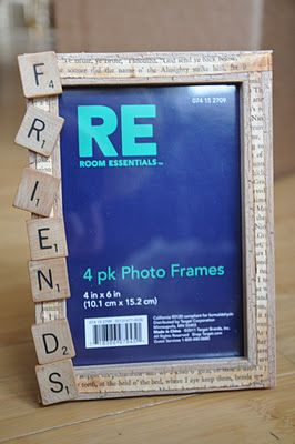 DIY Christmas frame with scrabble tiles...friends, sisters, brothers, family, cousins, aunties, uncles...