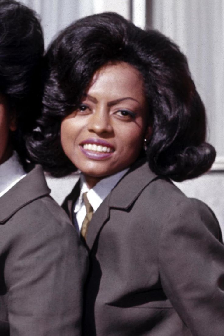 UNITED KINGDOM - JANUARY 01: MANCHESTER SQUARE Photo of SUPREMES and Florence BALLARD and Diana ROSS and Mary WILSON, Posed group portrait outside Manchester Square - Florence Ballard, Mary Wilson, Diana Ross (Photo by CA/Redferns)