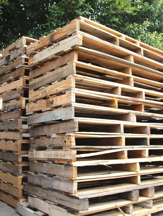 All About Pallet! Loads of tips - where to find pallets, how to select & take apart pallets, working with pallets, and pallet project ideas!