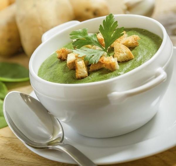 Como fazer creme de espinafre delicioso. O espinafre é uma verdura muito apreciada nutricionalmente graças a seu elevado teor de água e ao grande volume de vitaminas e minerais que fornece. Há muitíssimas formas de cozinhá-lo e com elas é po...