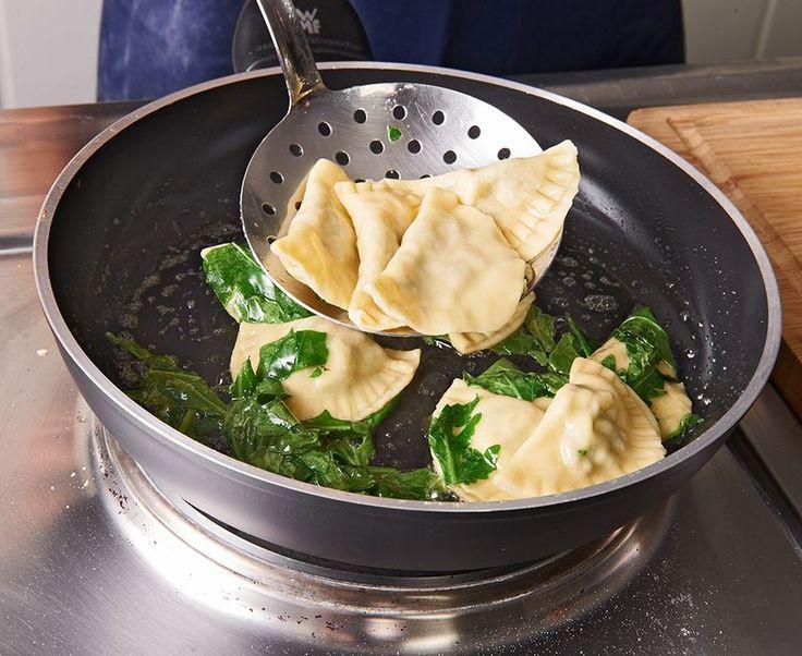 Ravioli, gefüllt mit Mozzarella, getrockneten Tomaten und Rucola, ein sehr leckeres Rezept aus der Kategorie Pasta & Nudel. Bewertungen: 89. Durchschnitt: Ø 4,4.