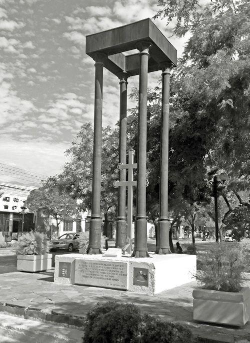 """Coordenadas: 33°26'46.67""""S 70°37'50.34""""W   En la prolongación verde del Parque Balmaceda de Santiago, está la Plaza o Parque San Esteban..."""