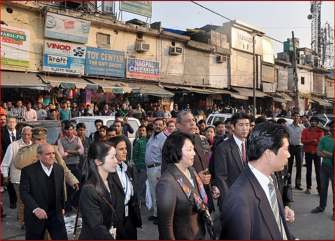 Ramesh Bhutani, AAP welcome Mrs. Prime Minister of Japan at INA Market.