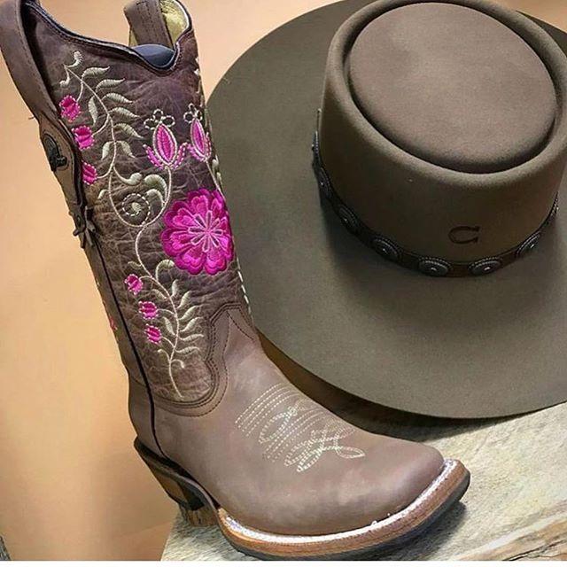 fc3b51fa La Morena online www.elpotrerito.com also in store Charlie Hat and Boots
